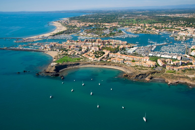 Vue aérienne du Cap d'Agde - La plage de la Grande Conque en avant-plan - F34